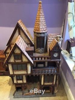 112 Stunning Dolls house