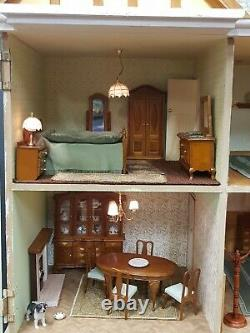 Beautiful Large Fully Furnished Dolls House Wth 10 Rooms And Working Lights