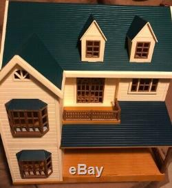 Calico Critters Sylvanian Families Deluxe Manor Epoch Green Hill House Dollhouse