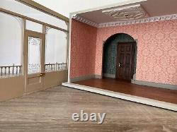 Collector's Dolls House Shop Roombox In 112 Scale