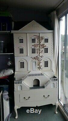 Doll House Emporium Queen Anne Dolls House