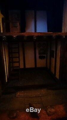 Dolls House 112 made by G. Welch 1995. Empty might be with some paint and small