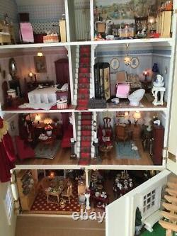 Dolls house furnished 1/12 grade