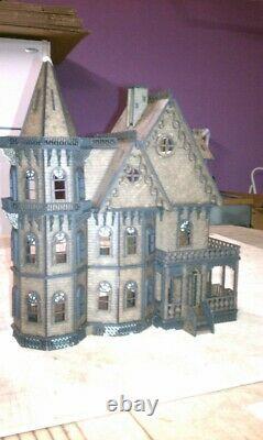 Leon Gothic 148 scale Dollhouse Kit